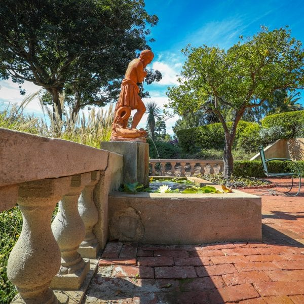 Picture of another statue at Virginia Robinson Gardens