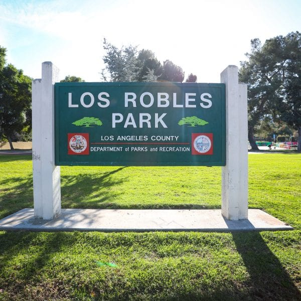 Los Robles Park sign