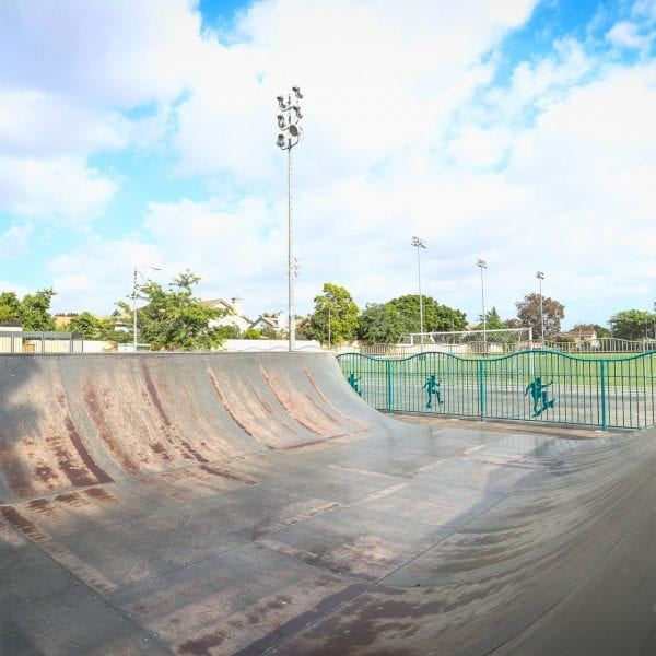 Skatepark half pipe
