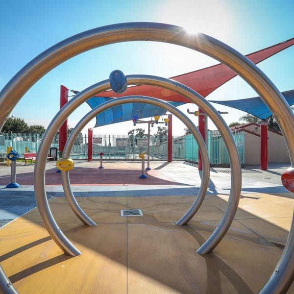 Splash pad ring tunnel