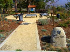 El Cario benches with dirt path and trees