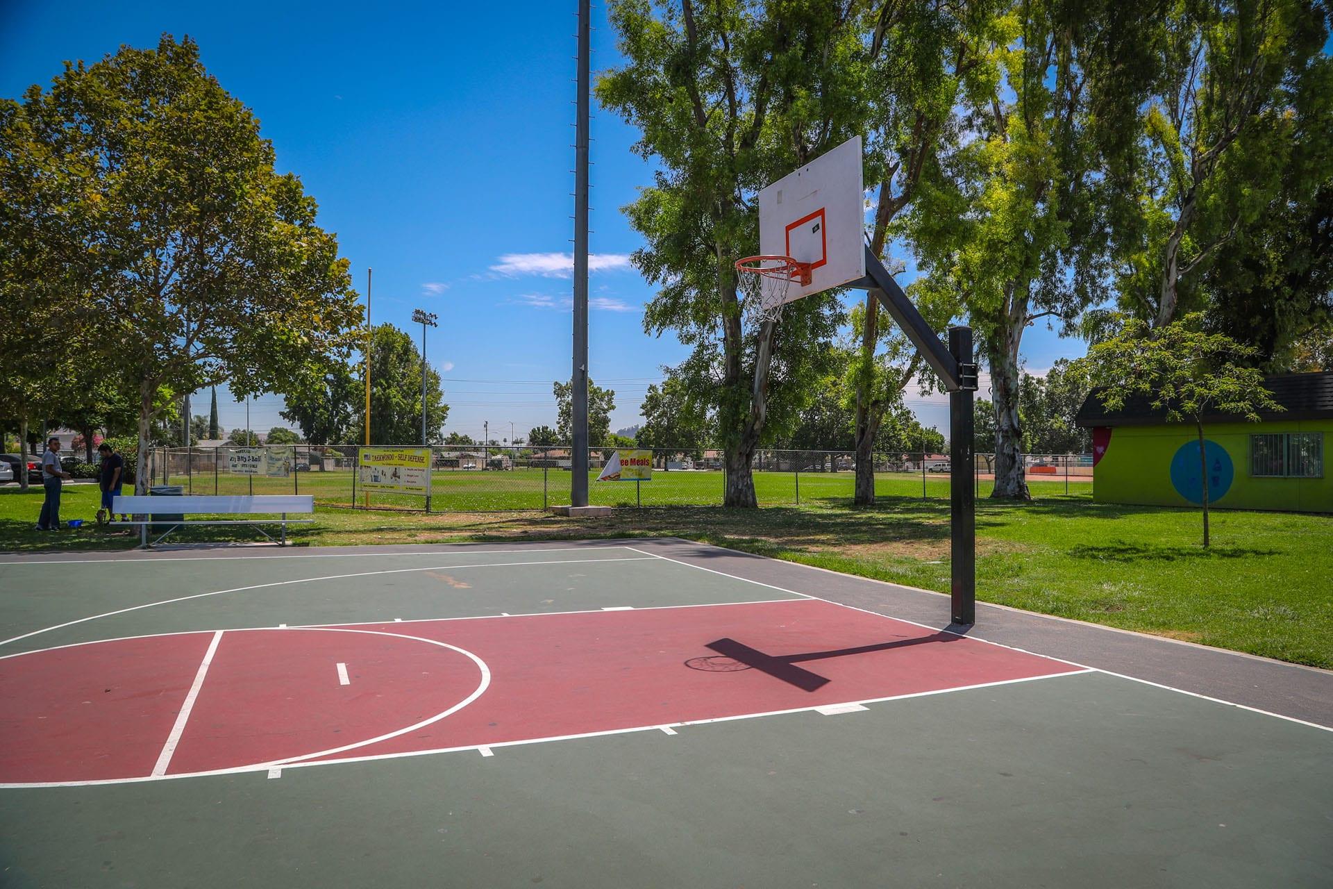 Single outdoor basketball court
