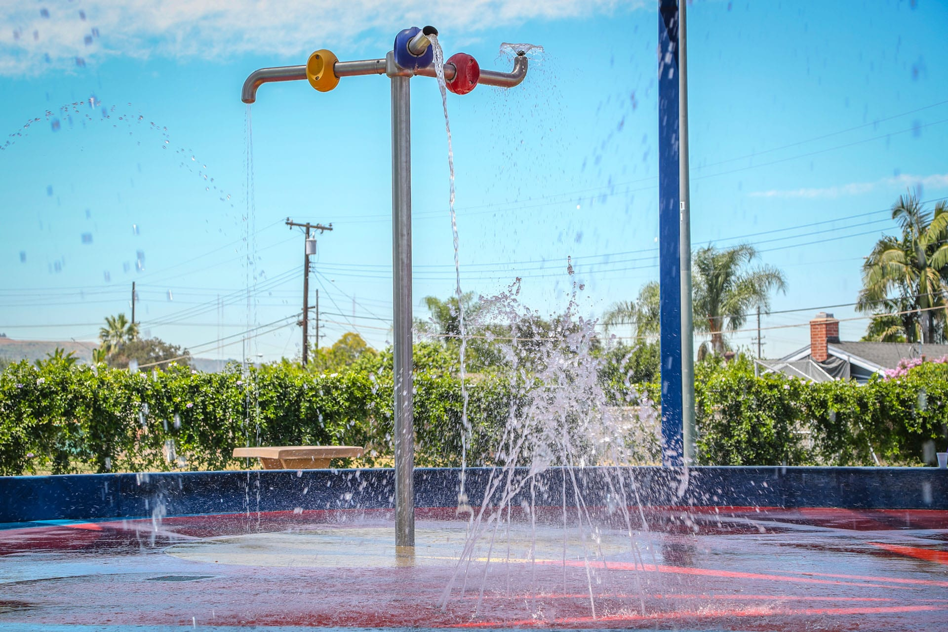 Active splash pad