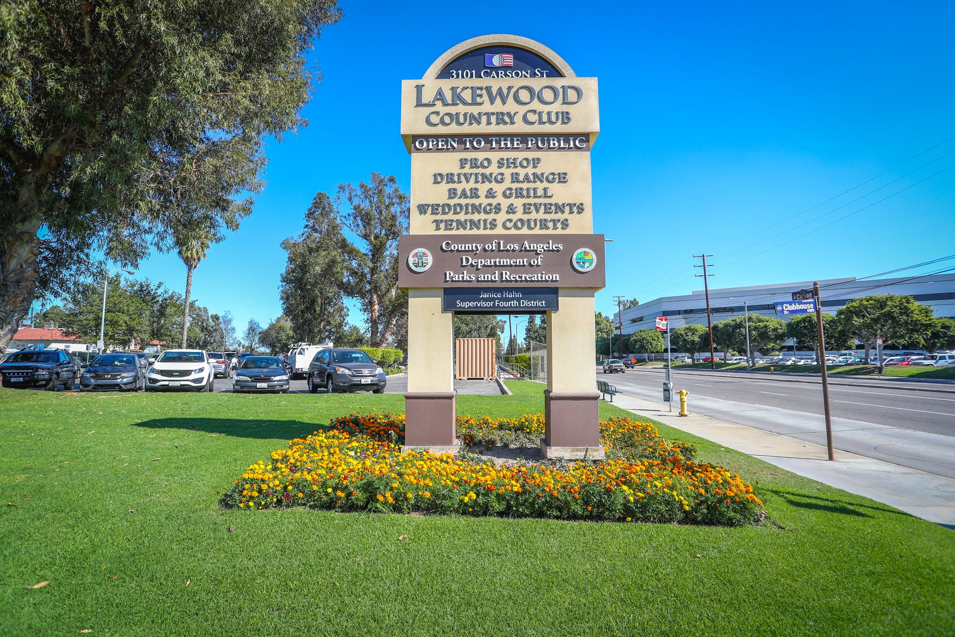 Lakewood Country Club sign